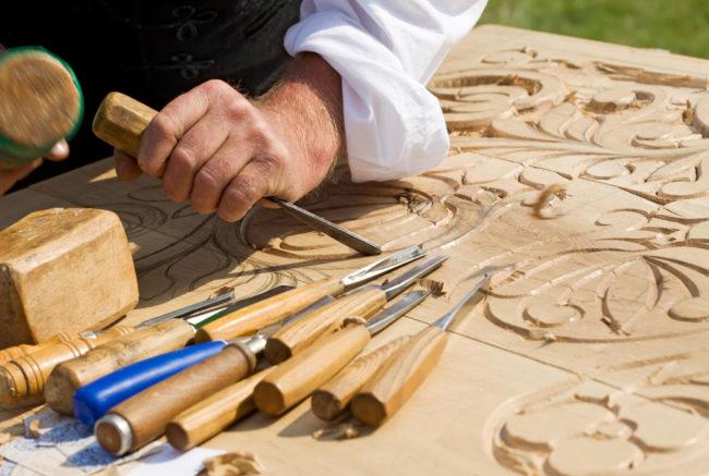 Débuter dans la menuiserie du bois